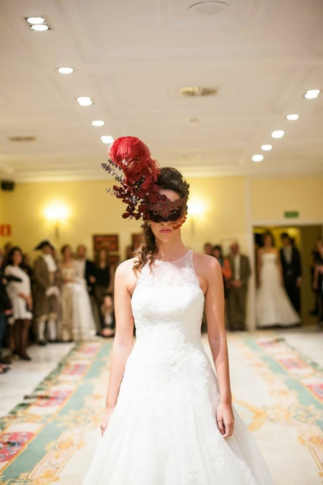 Mascaras con cristales en desfile de novias