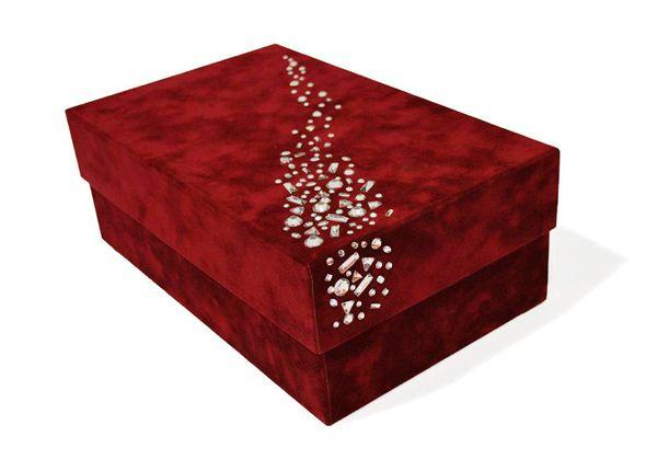 Haz tu propia caja de regalo con cristales strass - Cajas de carton decoradas para regalos ...